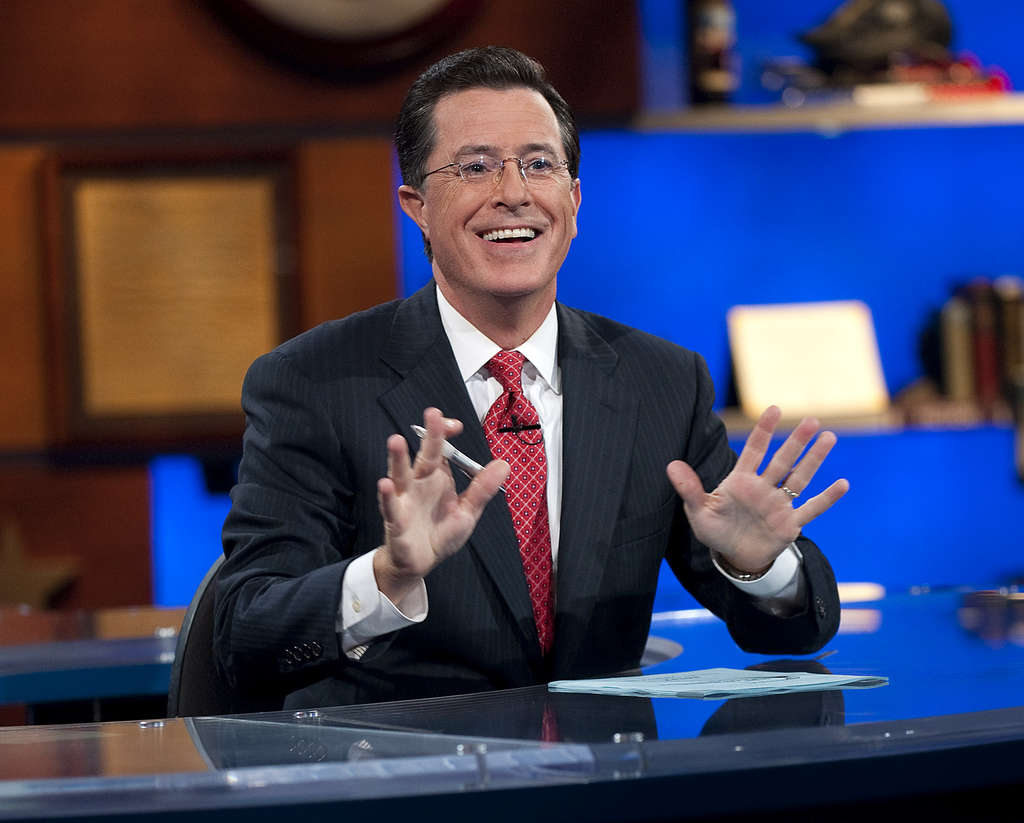 "Faux right-winger Stephen Colbert ended nine years of ""The Colbert Report"" Thursday night with a mass sing-along of the old-timey anthem ""We´ll Meet Again."" Then he boarded Santa´s sleigh and was gone, with a unicorn Abe Lincoln and Alex Trebek."