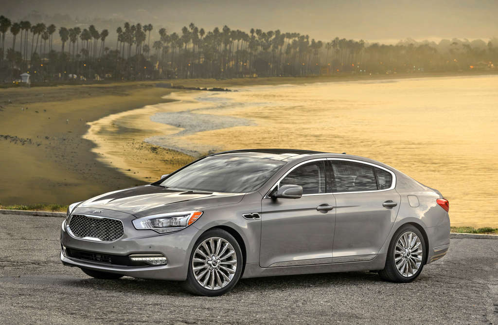 Kia K900 is a large luxury sedan designed to compete with the best from Lexus and Cadillac. Its chunky exterior is not its strongest suit.