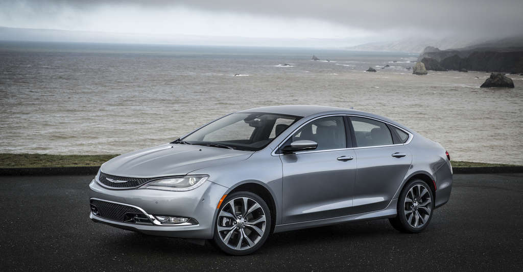 The 2015 Chrysler 200C borrows Dodge Dart design cues, but in a quick side glance, shades of the old oval Ford Taurus spring to mind.