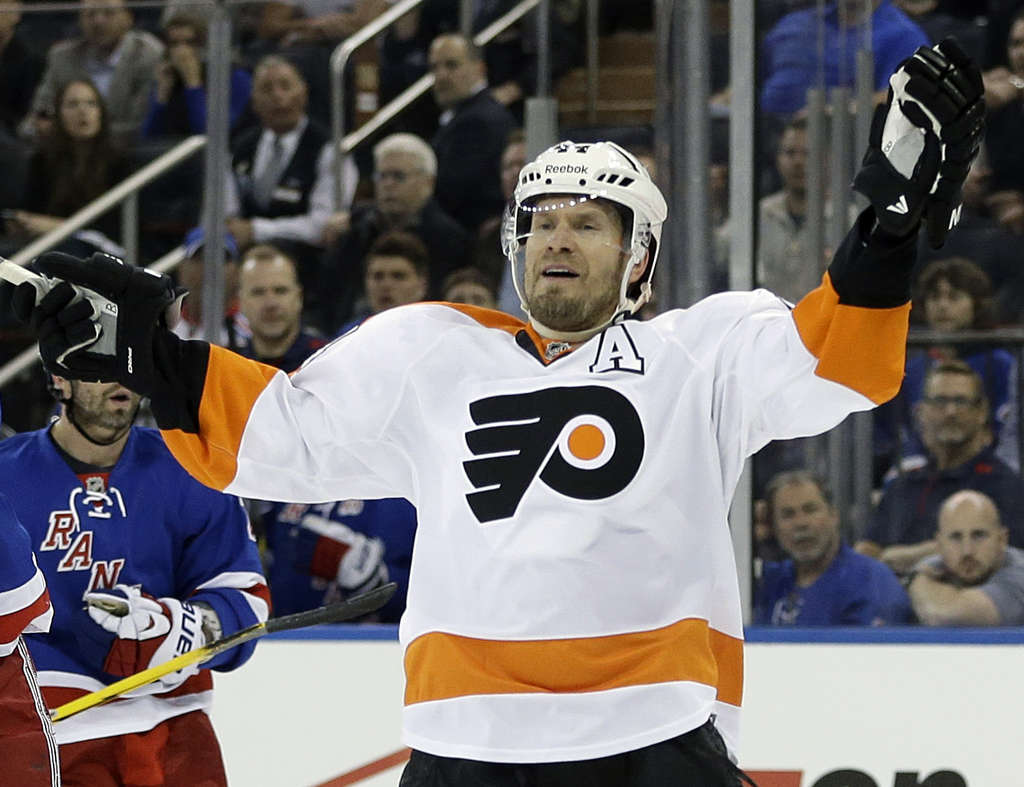 ASSOCIATED PRESS KimmoTimonen shouldn´t return to the Flyers this season.