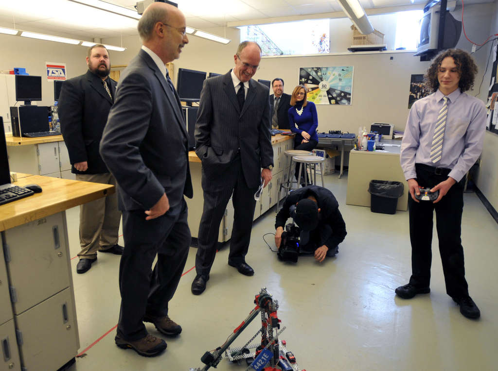 TODD BERKEY / THE (JOHNSTOWN) TRIBUNE-DEMOCRAT Wolf: Man or machine? He´s shown here Monday with a robot at Greater Johnstown High School.