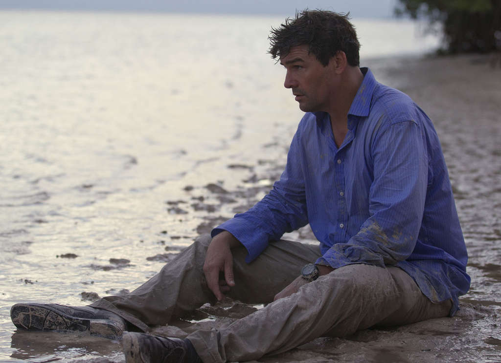 Kyle Chandler (who seems here to have forgotten tides come in, too) plays a man embroiled in dramas of his Florida-based family.