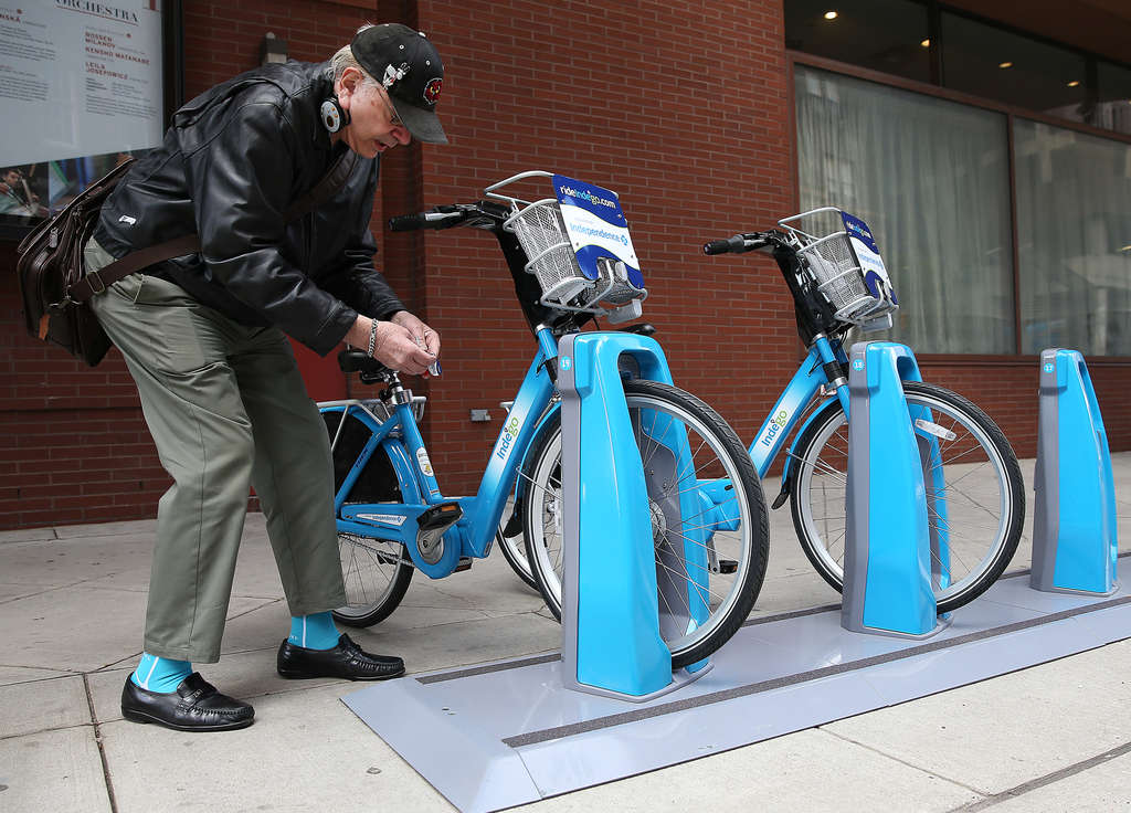 DAVID MAIALETTI / STAFF PHOTOGRAPHER Your favorite columnist unlocks a bike from a docking station at 15th and Spruce.