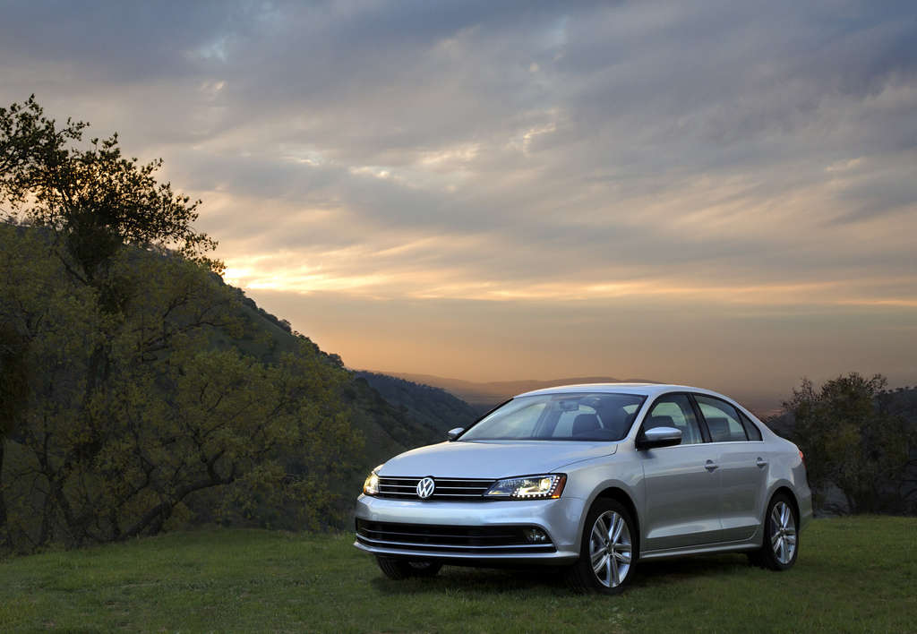The Jetta´s exterior gets a mild refreshening. But performance from the 1.8-liter turbocharged engine is sprightly and handling spry.