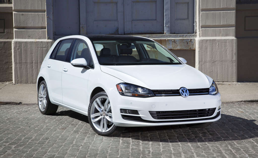 The Volkswagen Golf TDI SEL comes with new styling and a new turbodiesel engine for the 2015 model year.