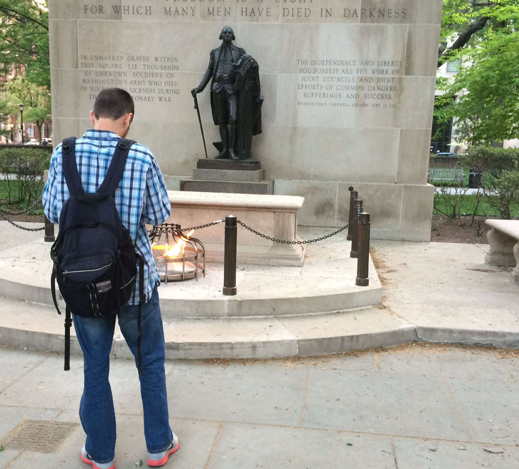"""PHOTOS: STU BYKOFSKY / DAILY NEWS STAFF Ashley Cafferty (left) got some Insta-gratification in the form of $100 for finding generous stranger """"Ben"""" (above) at Washington Square´s war memorial."""