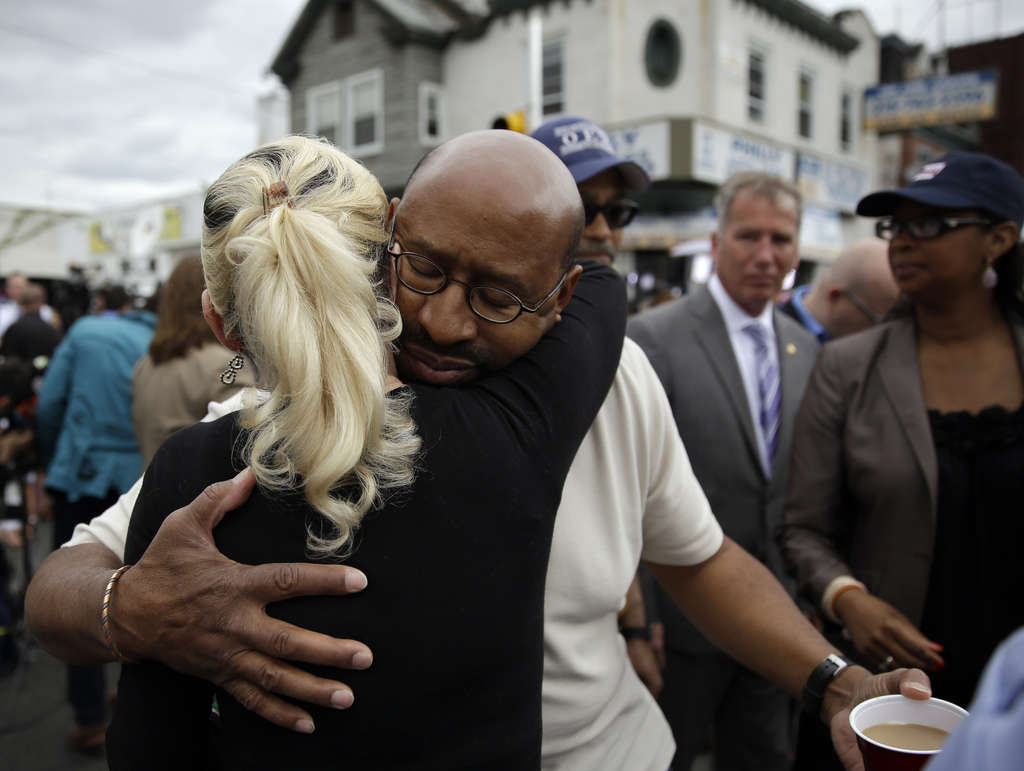 MATT SLOCUM / ASSOCIATED PRESS Mayor Nutter hugs Lori Dee Patterson, a nearby resident who handed him a cup of coffee yesterdayafter he spoke at a news conference near the scene of the train derailment.