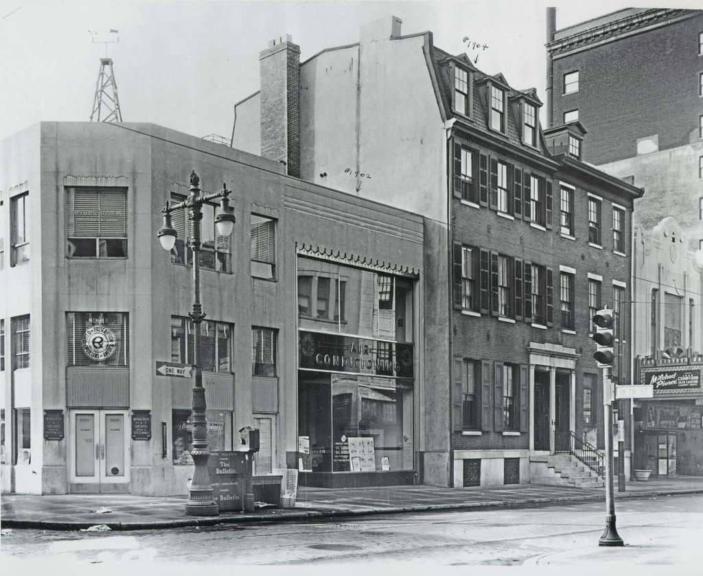 The Sansom Street site in 1945. The Boyd Theater is at right.