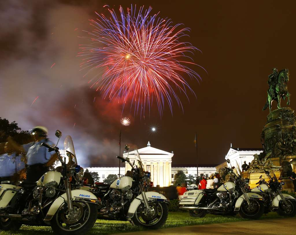 MATT ROURKE / ASSOCIATED PRESS Red, white and blue streaks were mixed in with the fireworks over the Art Museum on July 4, but otherwise patriotism was conspicuously absent. Below, how it looked in North Jersey at the state fair.