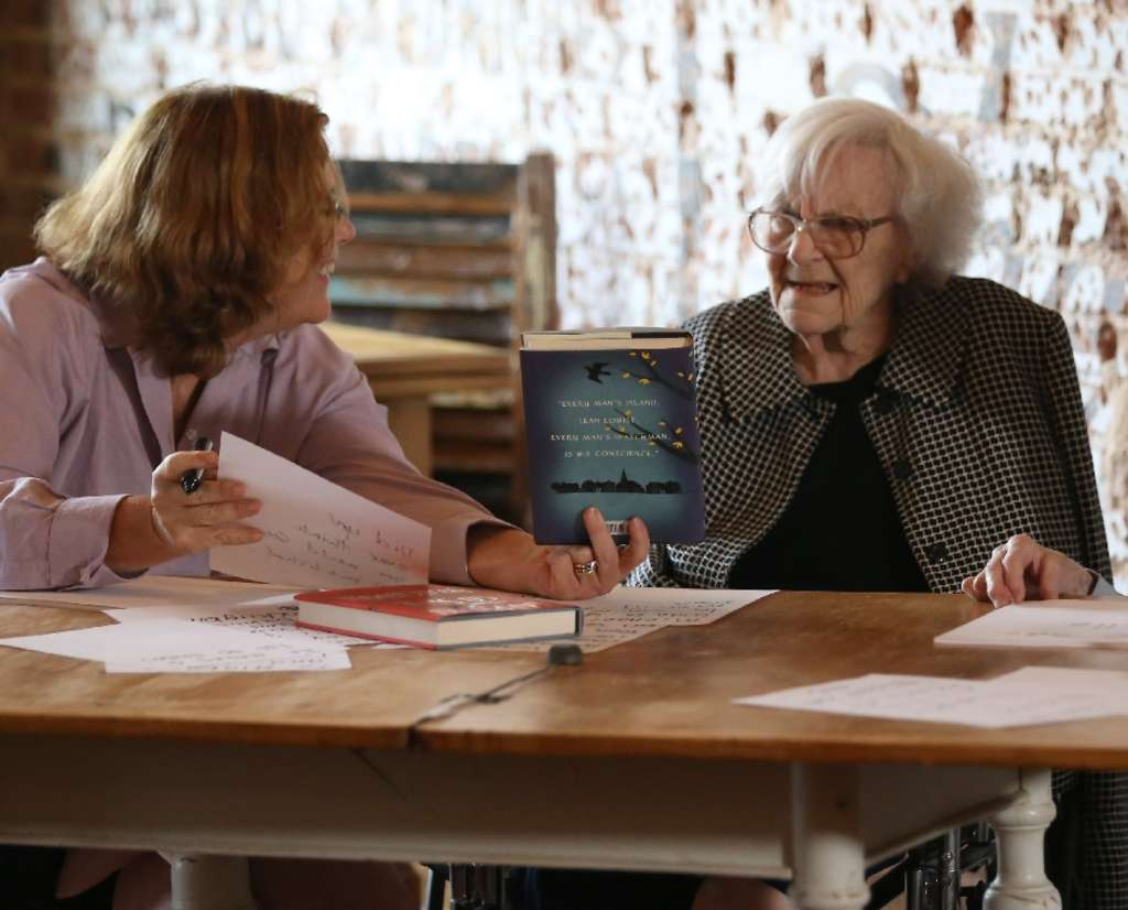 """Author Harper Lee (right) with Mary McDonagh Murphy in the filmmaker´s """"American Masters"""" documentary."""