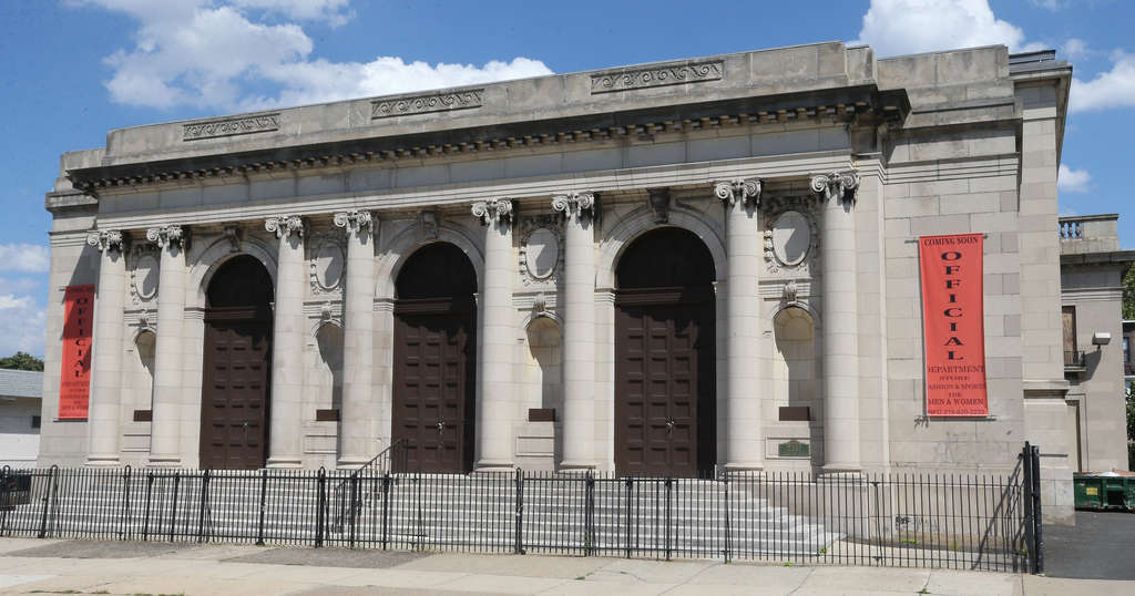 One of the relics of North Broad´s upscale history, the Dropsie College temple features a neoclassical facade. The building was sold recently.