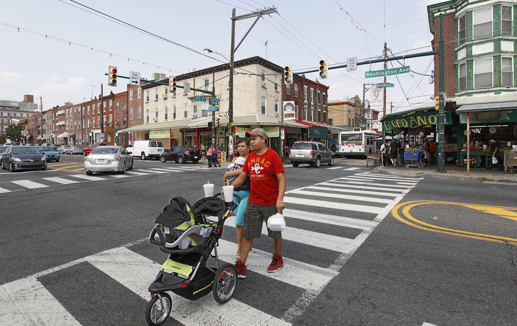 A couple cross the street at the very busy intersection of 9th and Washington Avenue.  ( Michael Bryant / Staff Photographer )