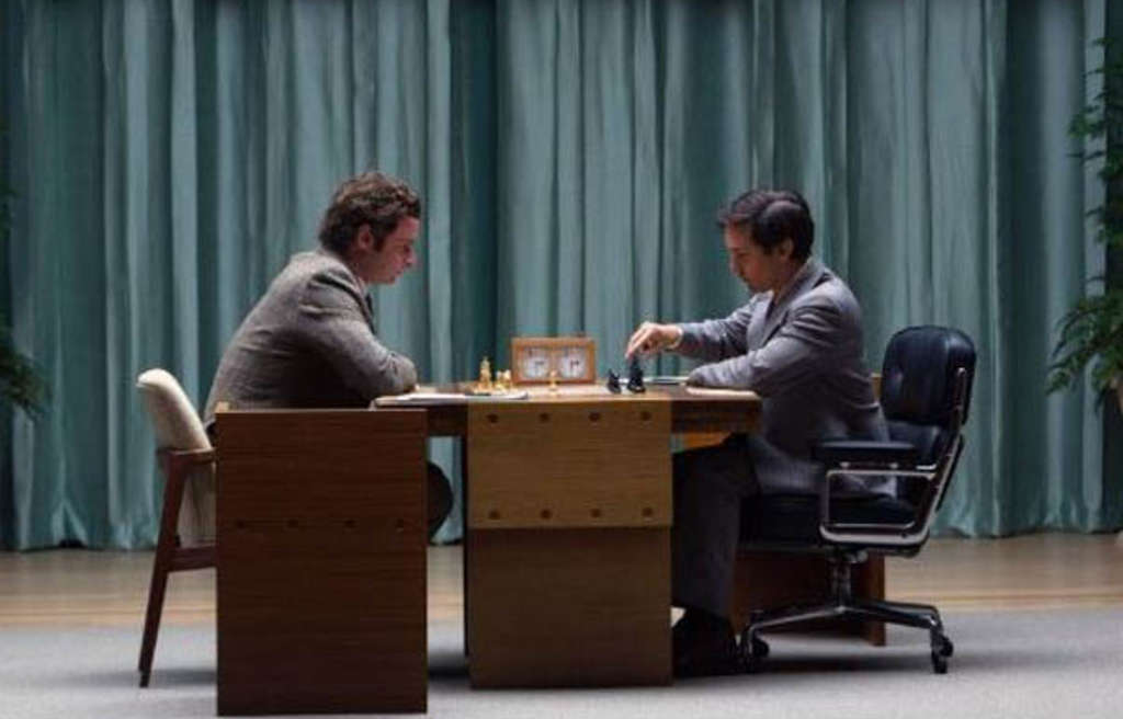 Tormented American chess prodigy Bobby Fischer (Tobey Maguire) faces off vs. Soviet grandmaster Boris Spassky (Liev Schreiber).