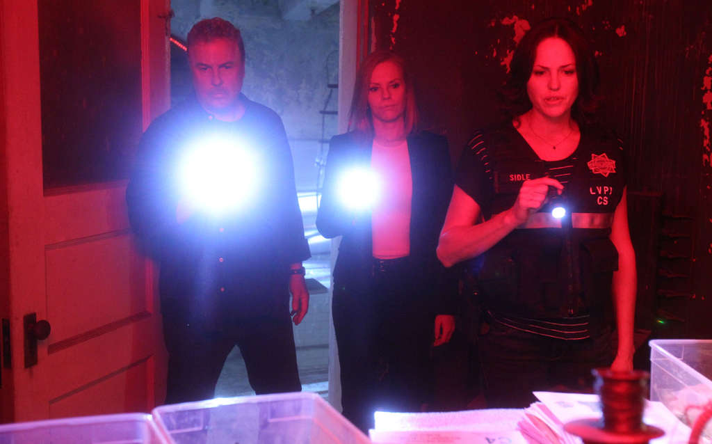 """Grissom´s back , and so is Catherine - William Petersen and Marg Helgenberger, respectively (with Jorja Fox, right) - to put the forensic icing on the """"CSI"""" cake as it heads to the morgue after 15 years."""