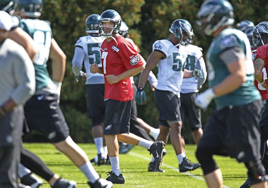 MICHAEL BRYANT / STAFF PHOTOGRAPHER Eagles quarterback Sam Bradford trots through warmups before yesterday´s practice.