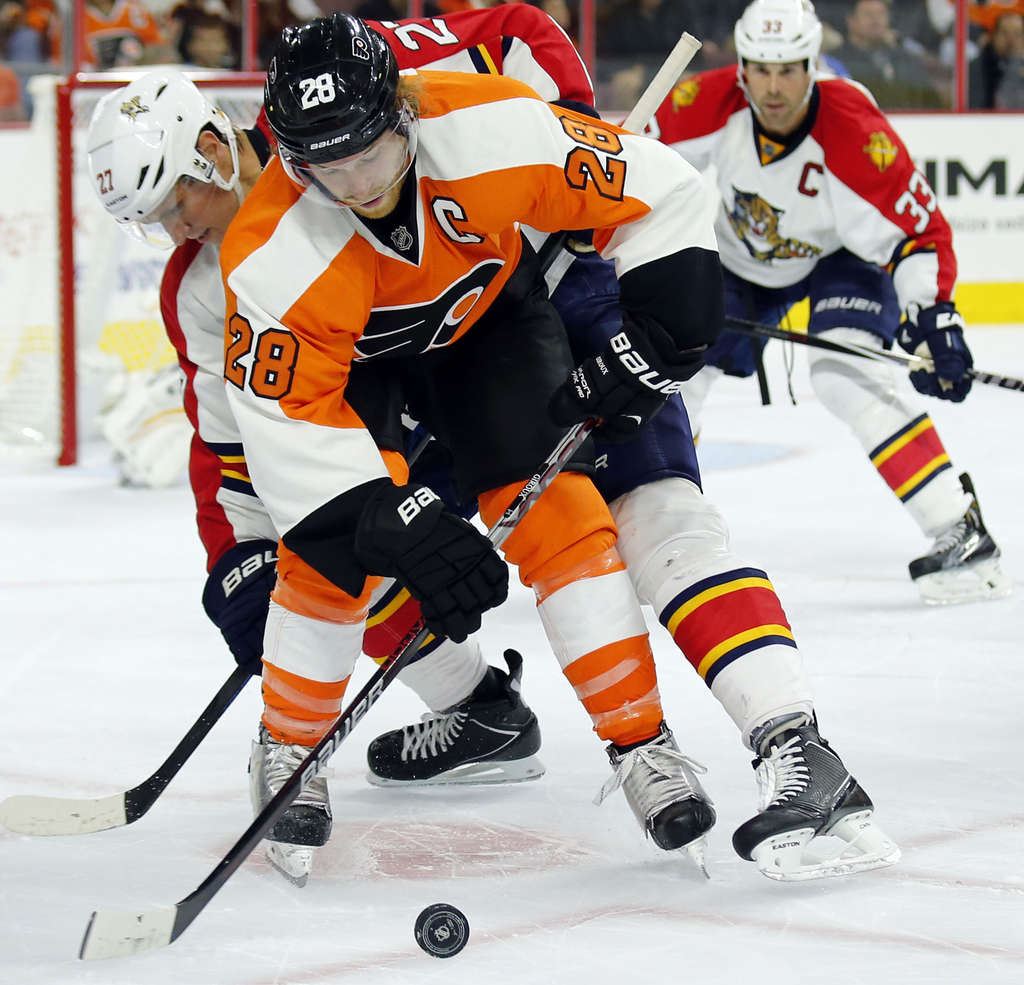 YONG KIM / STAFF PHOTOGRAPHER Flyers´ Claude Giroux battles for puck with Florida´s Nick Bjugstad.