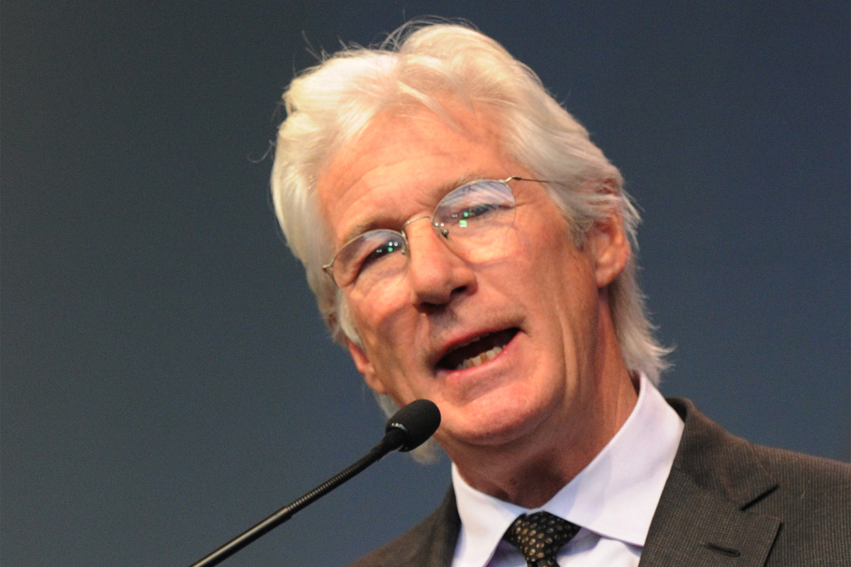 Richard Gere: Richard Gere Helps Accept Liberty Medal For The Dalai Lama