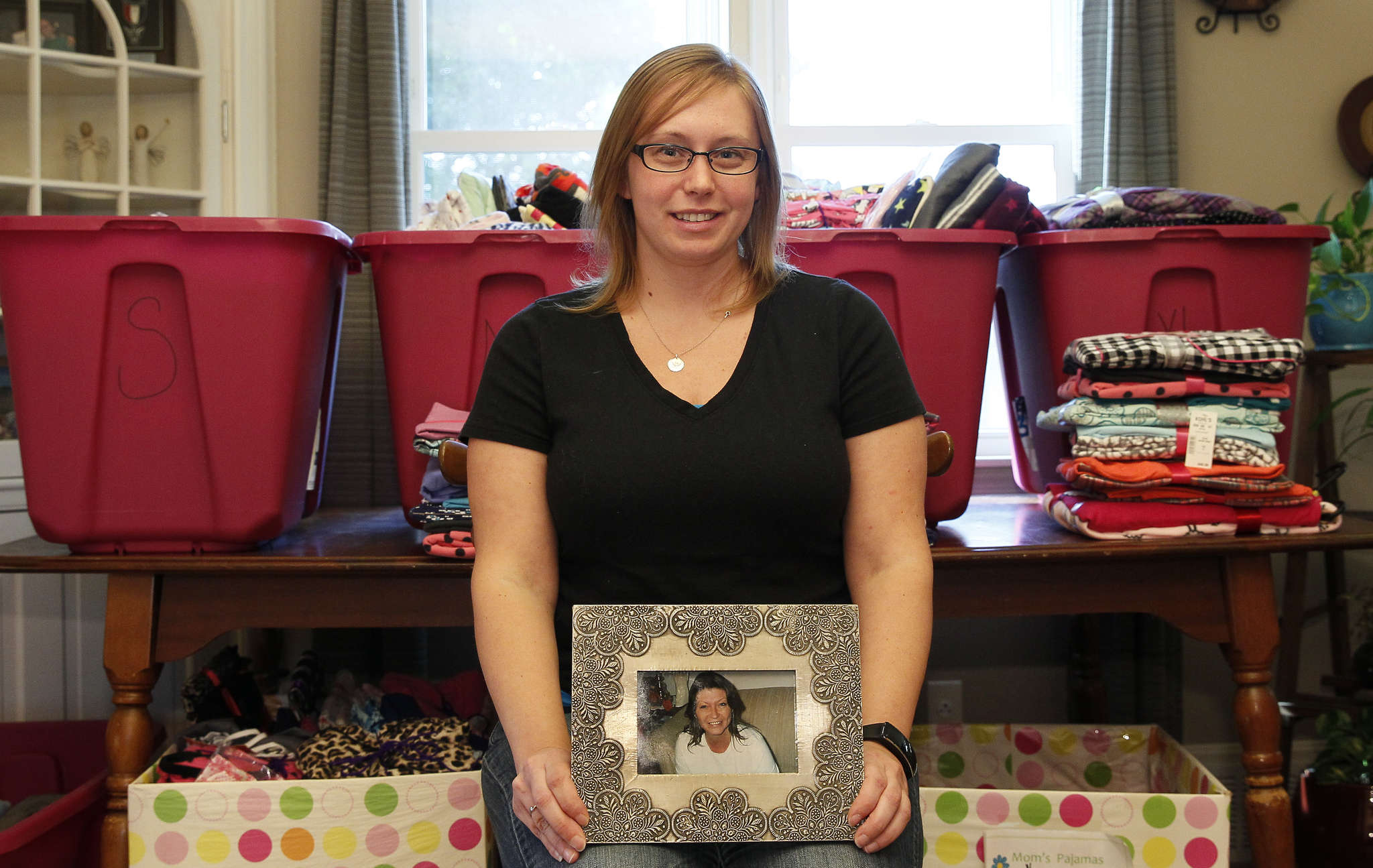 Crystal Allen holds a photo of her mother, Laura, who inspired Mom´s Pajamas effort.