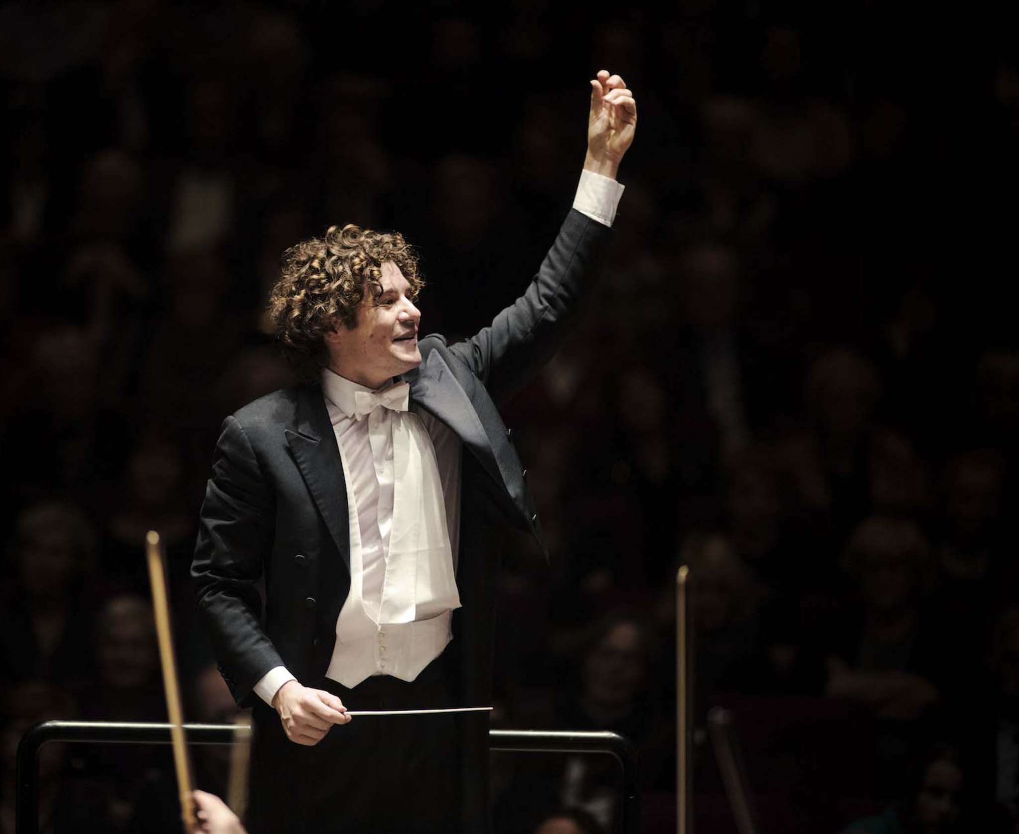 Conductor Robin Ticciati got buy-in from Philadelphia Orchestra players.