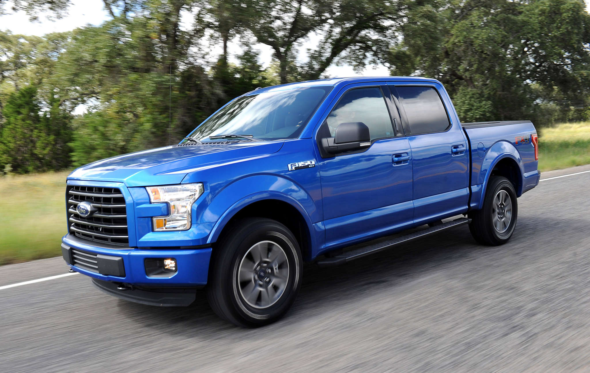 Redesigned with an aluminum body, said to cut 700 pounds and save fuel, the 2015 Ford F-150 really handles like a car.
