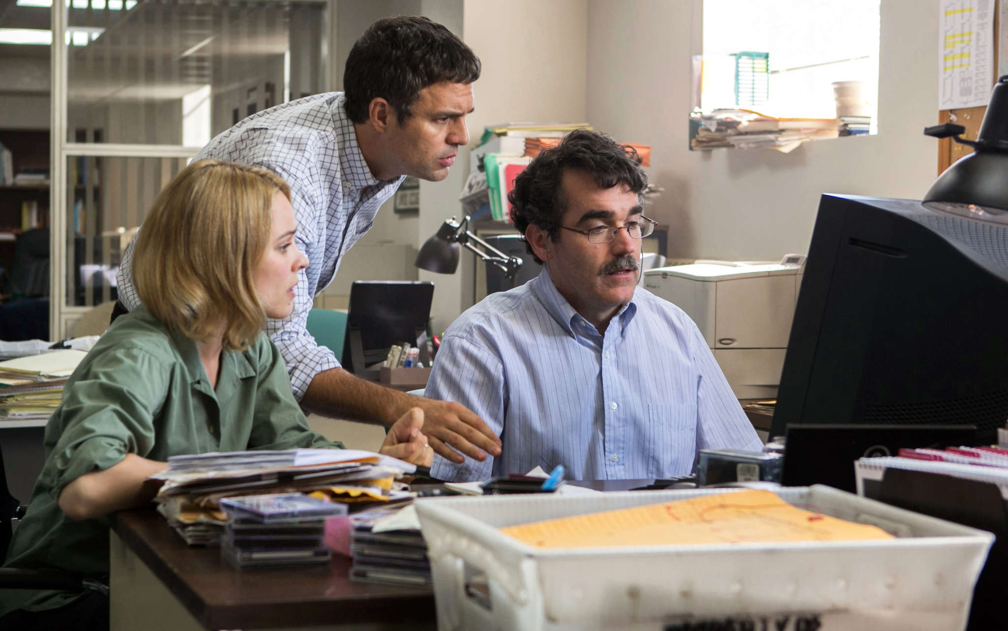 "Rachel McAdams, Mark Ruffalo (center), and Brian d´Arcy James track clergy sex abuse for the Boston Globe in ""Spotlight."""