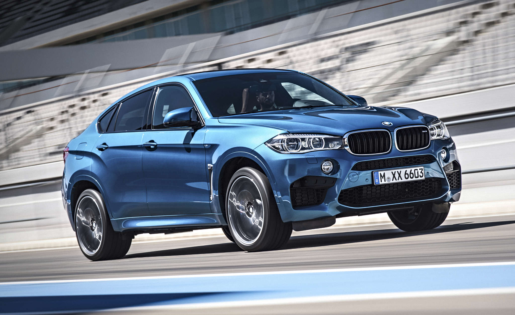 The 2015 BMW X6M sports activity vehicle combines some of the best elements of an SUV with the handling of a sports car.