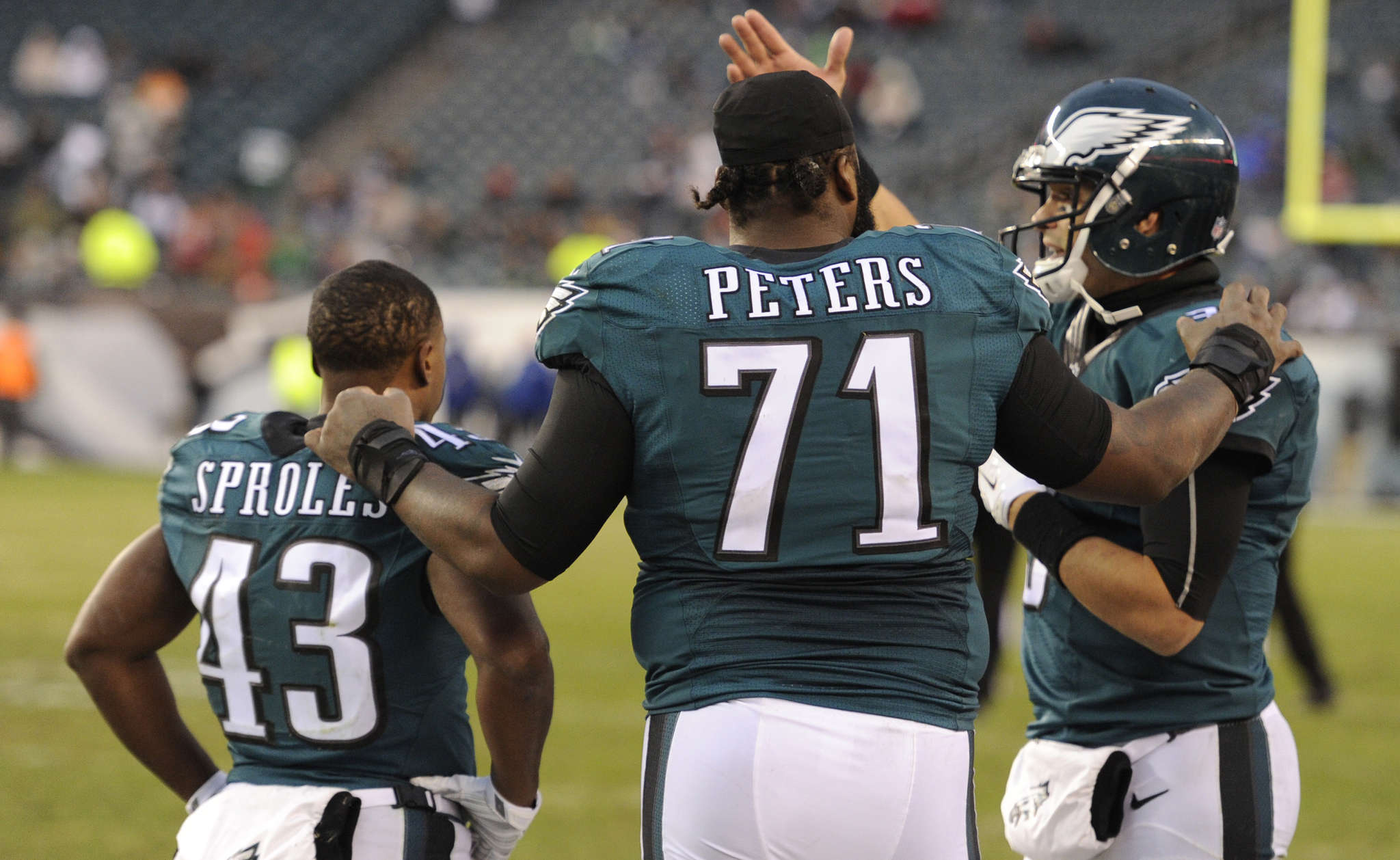 CLEM MURRAY / STAFF PHOTOGRAPHER Jason Peters plays peacemaker between Darren Sproles and Mark Sanchez.