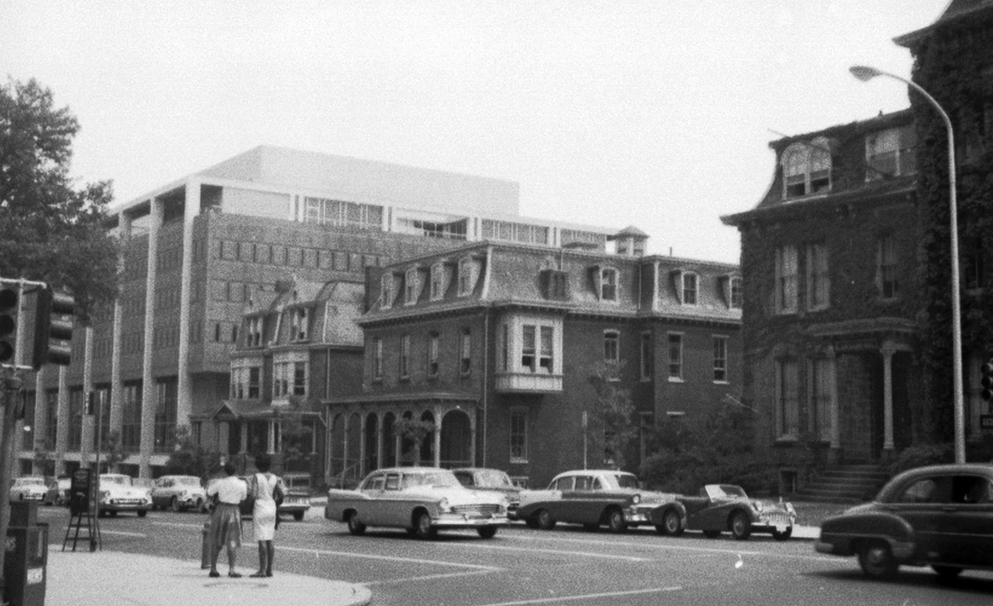 Victorian brownstones adjacent to Van Pelt Library (left), as seen from the intersection of 36th and Walnut streets, circa 1961 or 1962. At right, the Van Pelt Library and Dietrich Graduate Library in 2015. Penn effectively cordoned off its campus by erecting buildings that faced inward, such as putting the Van Pelt loading dock facing Walnut Street.