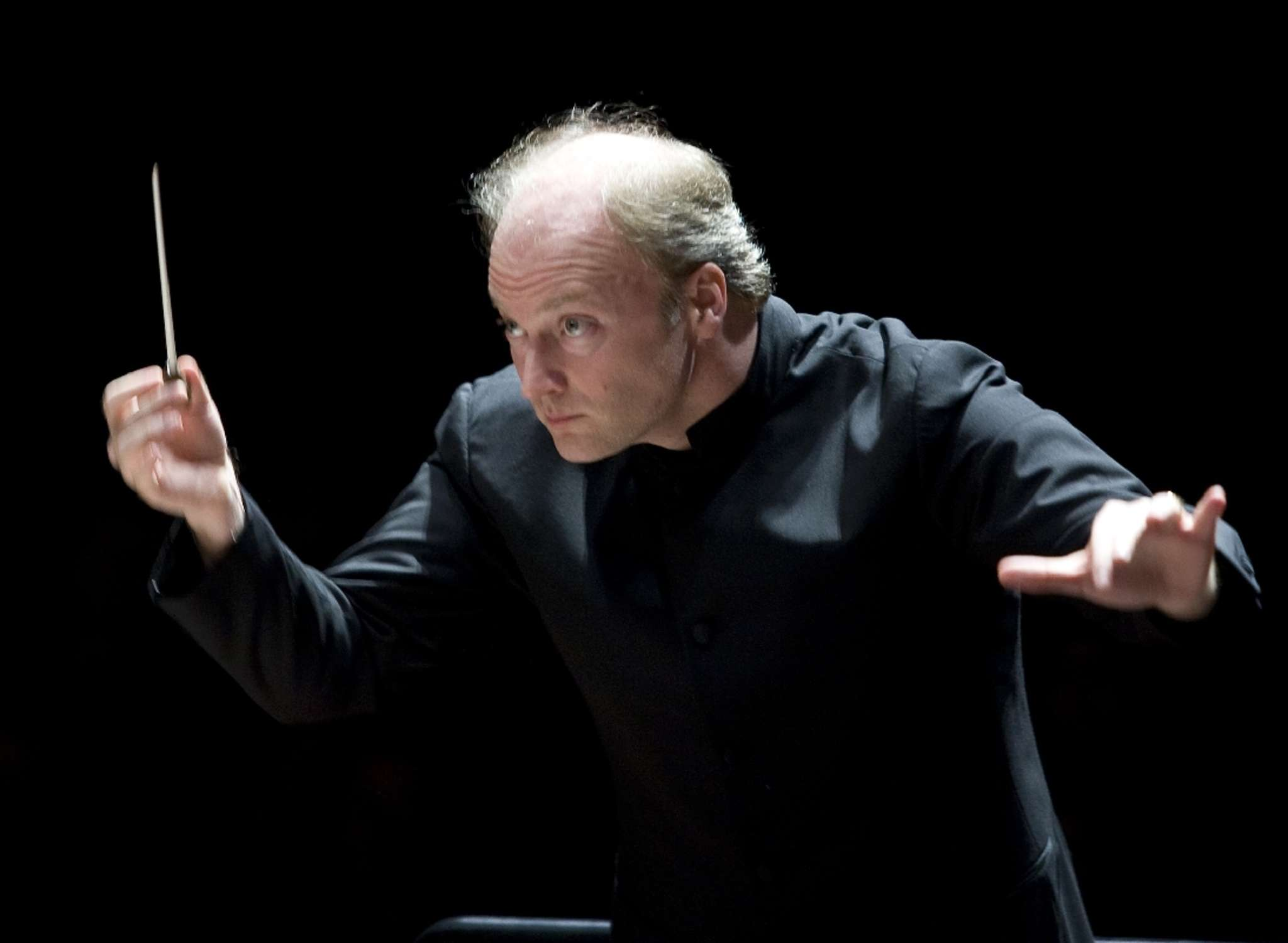 Gianandrea Noseda performed guest-conductor duties with the Philadelphians.