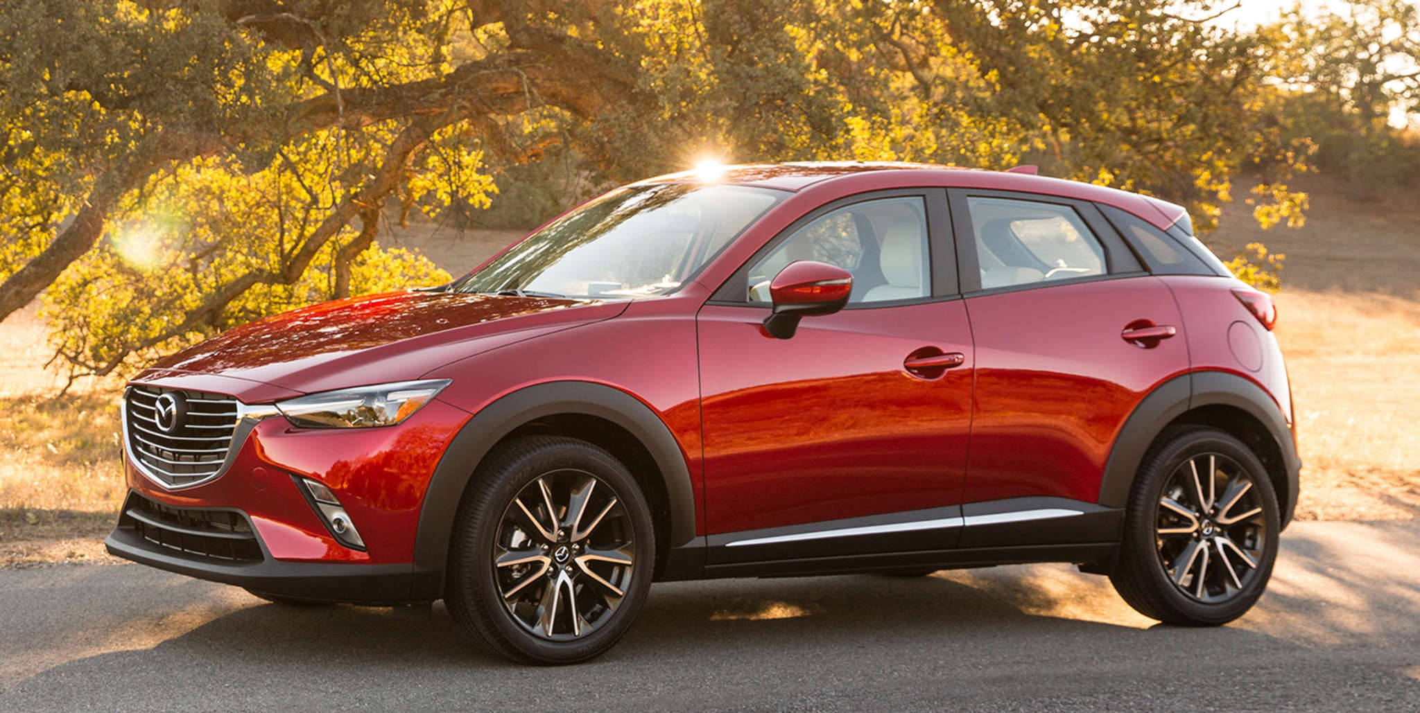 The 2016 Mazda CX-3 has adequate engine performance but too much body roll - the sport mode doesn´t seem to change the handling much - and cramped rear seats.
