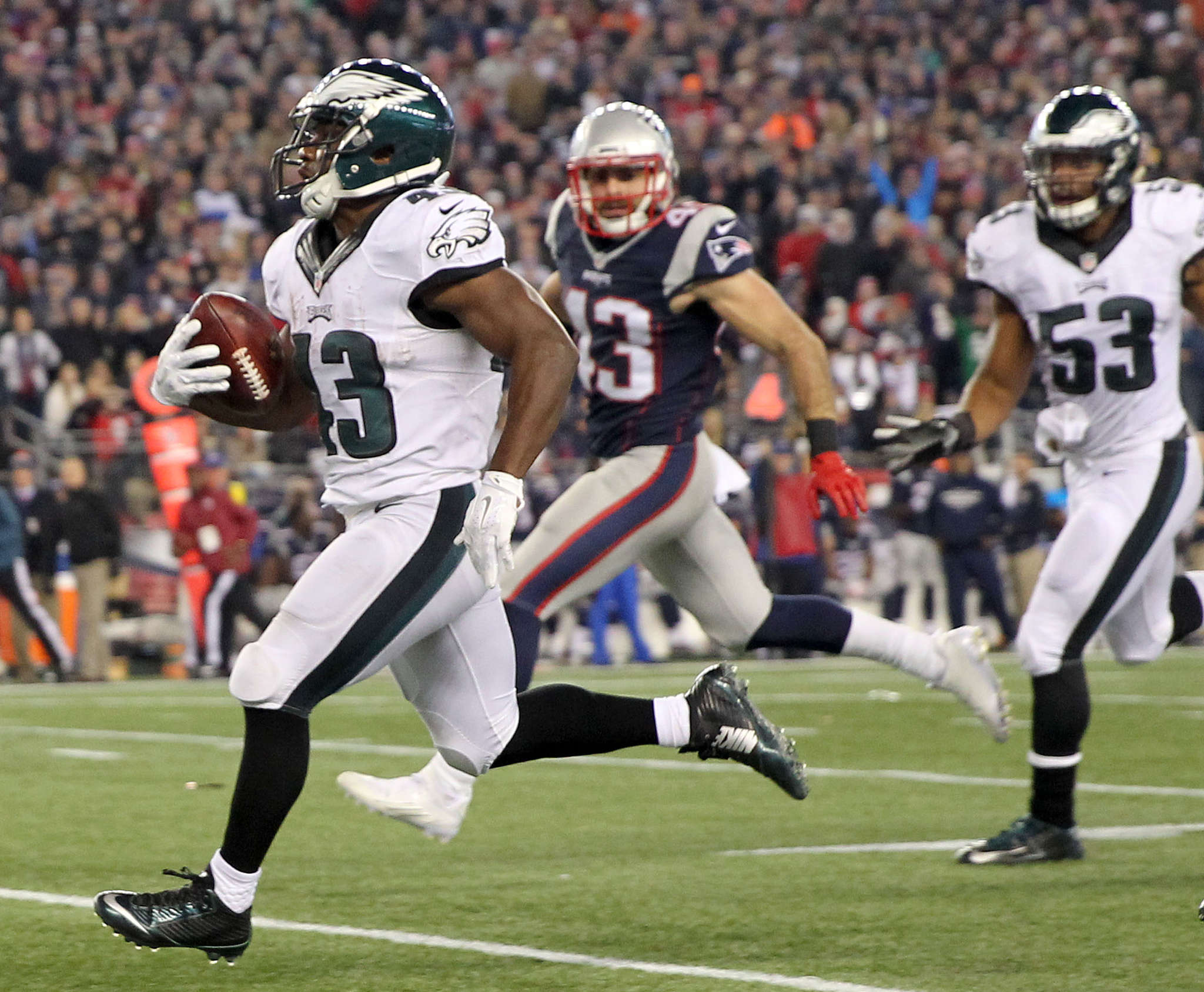 YONG KIM / STAFF PHOTOGRAPHER Darren Sproles returns punt 83 yards for touchdown in third quarter.