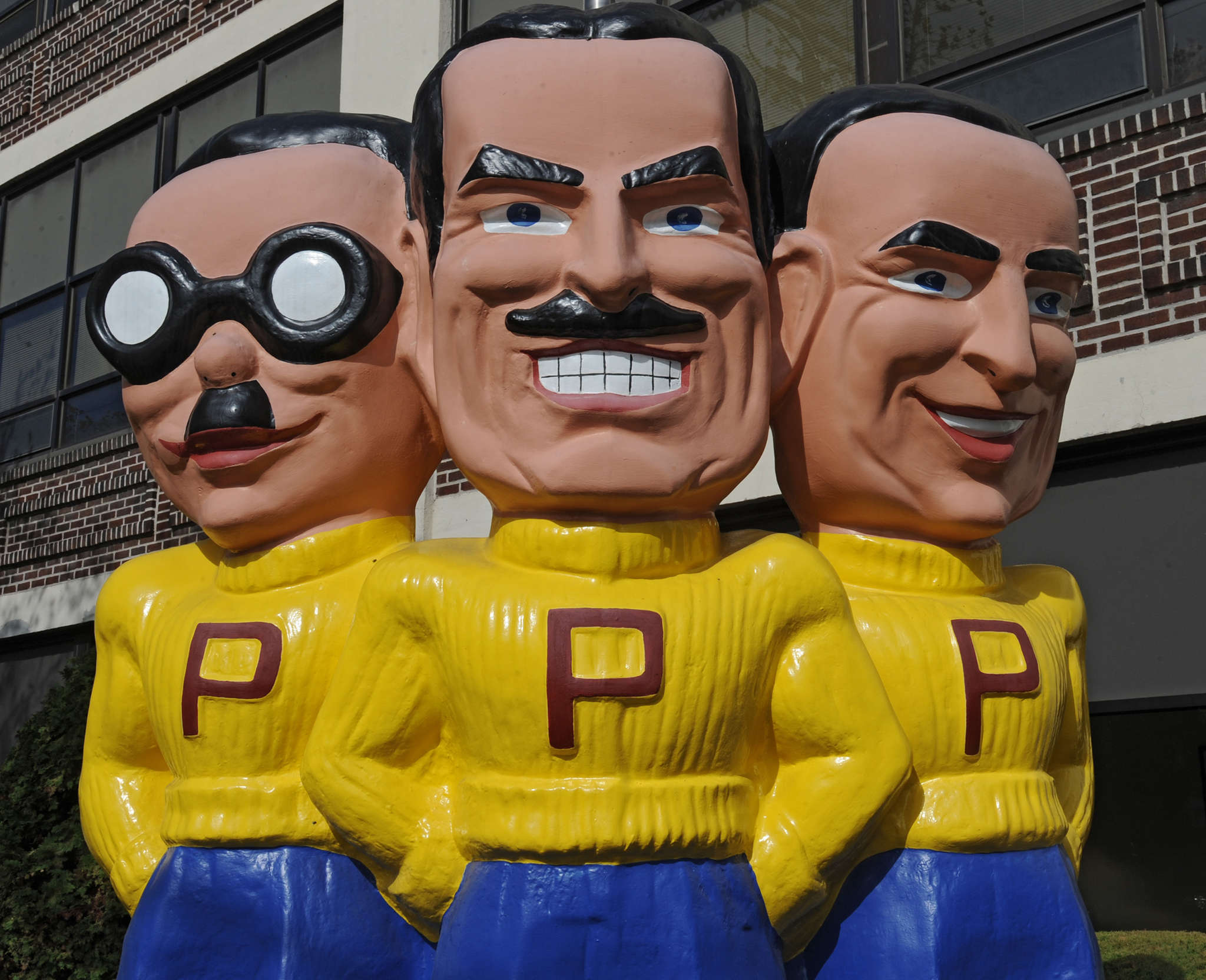 Carl Icahn´s offer seeks to throw a monkey wrench into a deal to sell Pep Boys to Bridgestone Corp.