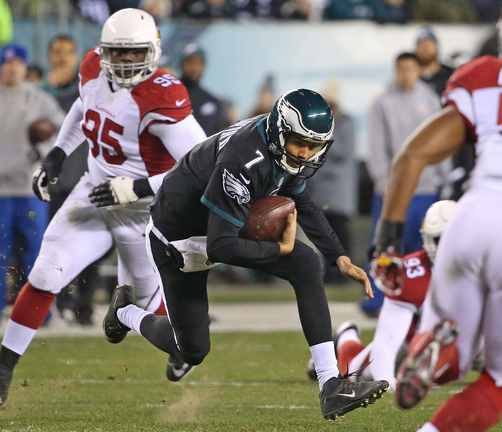 Sam Bradford scrambling against the Cardinals. The QB can become a free agent if the Eagles don´t put the franchise tag on him. He just might decide to move on.
