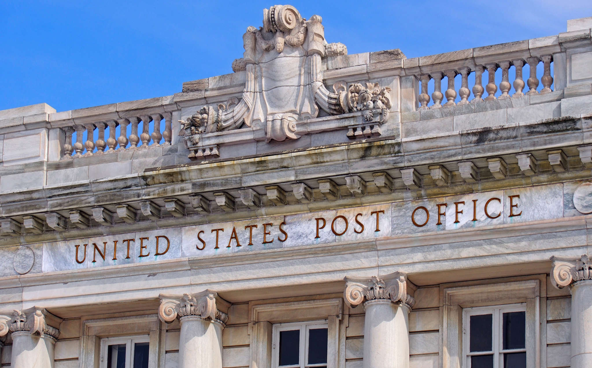 Postal banks could give consumers affordable alternatives, proponents say.