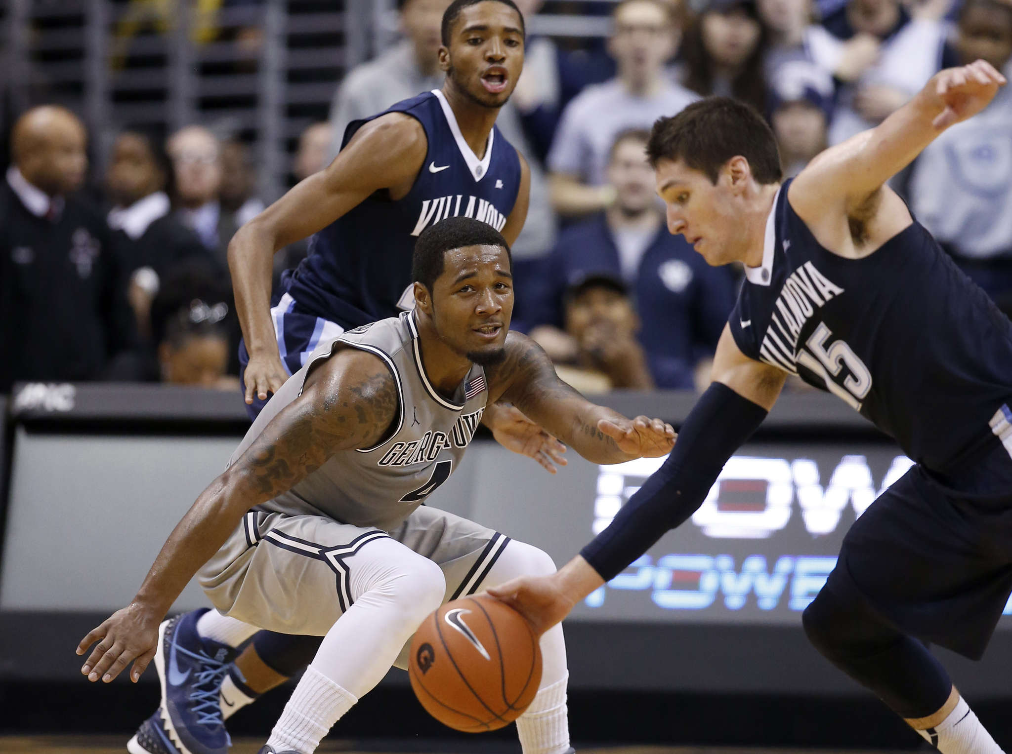 Villanova´s Ryan Arcidiacono steals ball from Georgetown´s D´Vauntes Smith-Rivera during first half of Saturday´s game. ASSOCIATED PRESS