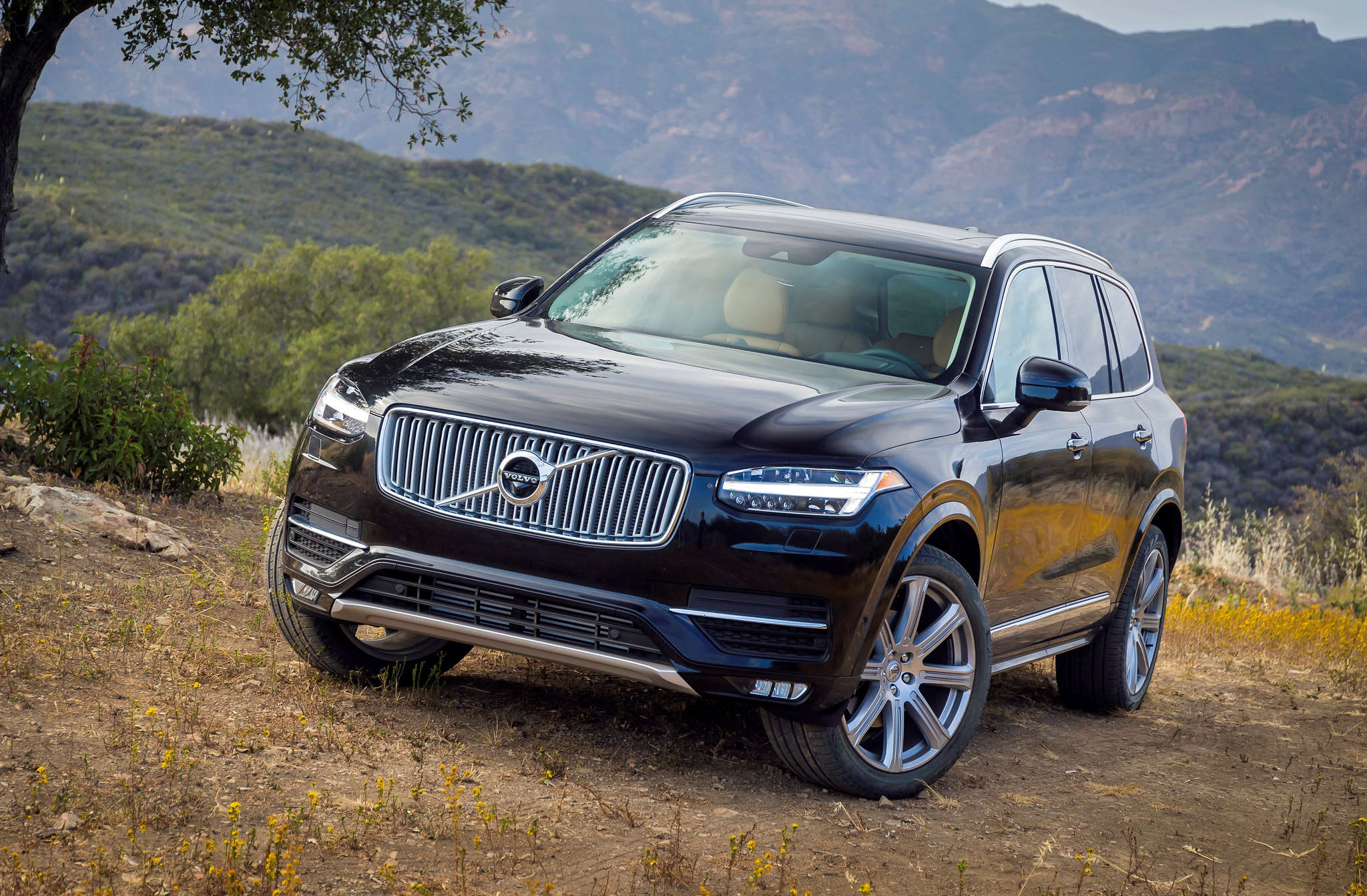 The 2016 Volvo XC90 expands the luxury carmaker´s lineup in the United States.
