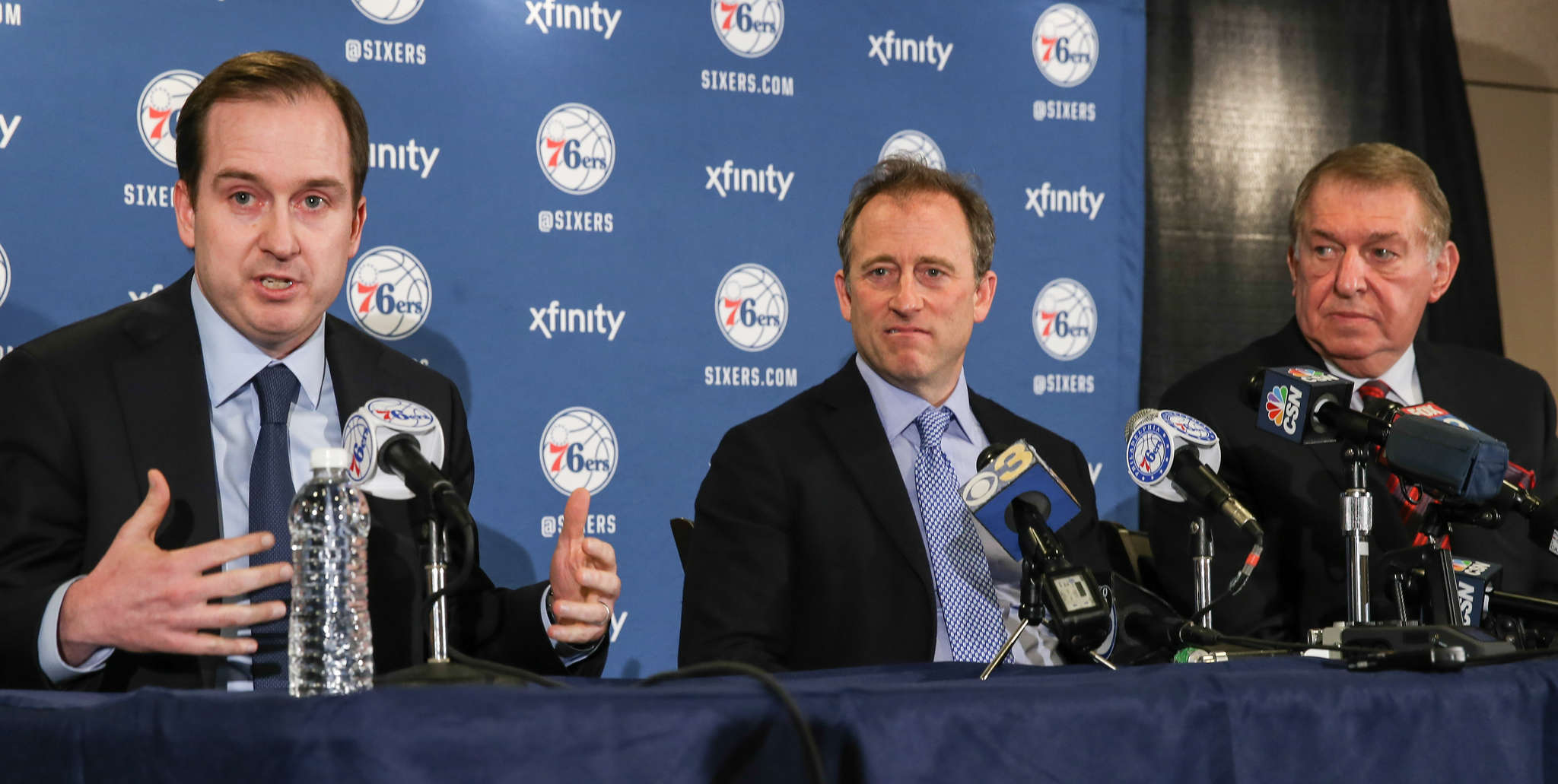 Sam Hinkie (left) figures to see his ´process´ end now that Jerry Colangelo (right, with Sixers owner Josh Harris) has announced he´ll hire an experienced ´basketball mind´ to create the ´strongest front office in the league.´ STEVEN M. FALK / Staff Photographer