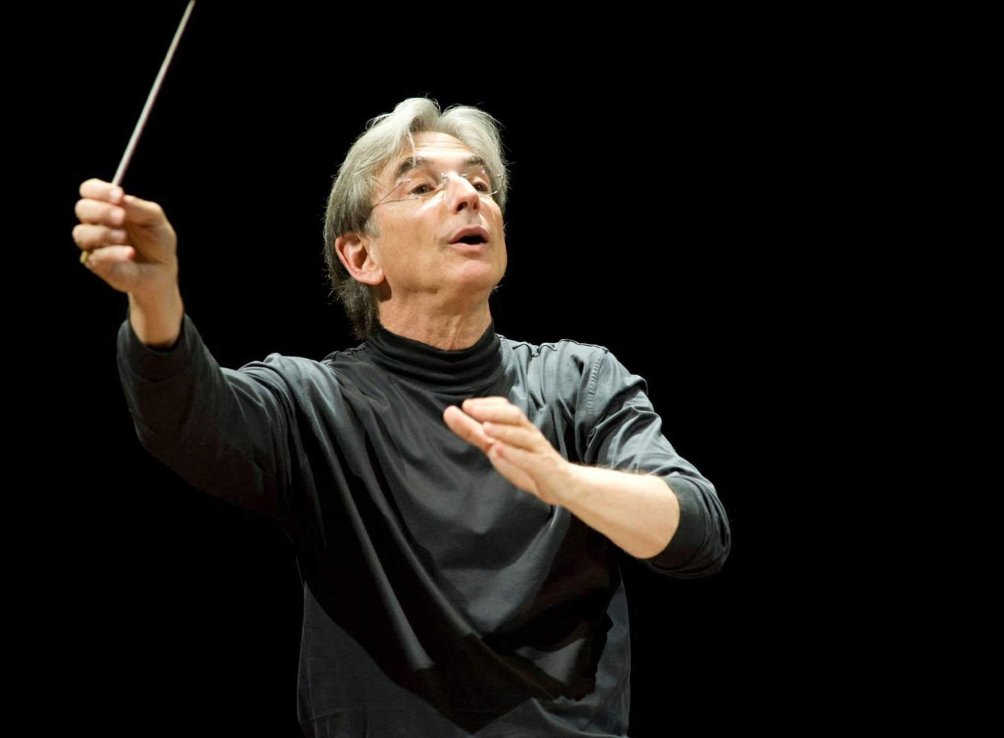 Michael Tilson Thomas has a style vastly different from that of the man - James Levine - he replaced as guest conductor.