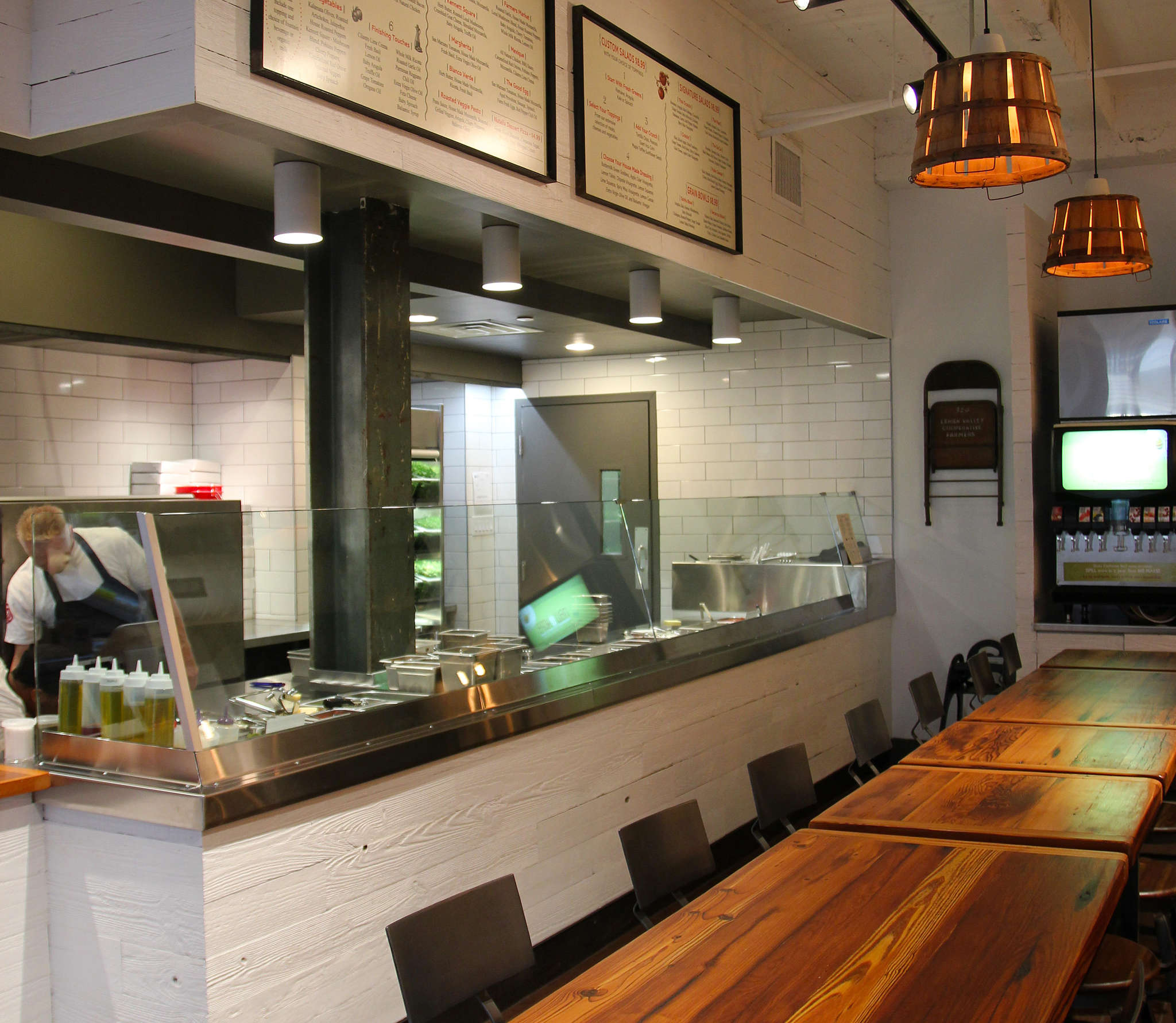 Snap Custom Pizza´s first Center City location is 1504 Sansom St. Patrons can also customize salads.