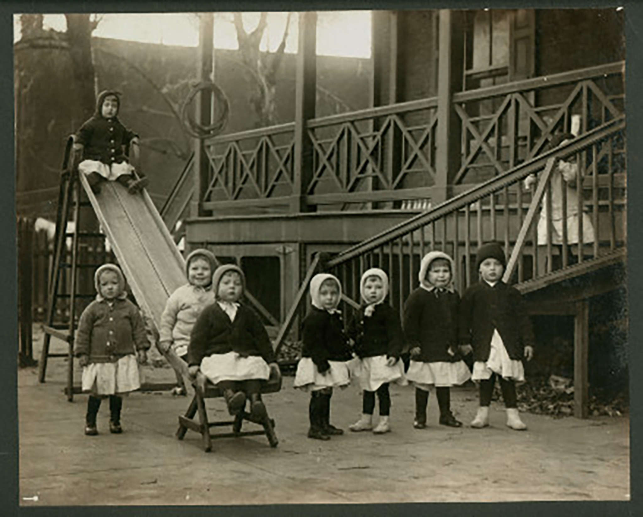 Children playing at the Philadelphia Home for Infants in 1900. The home was absorbed by the Children´s Aid Society of Pennsylvania.