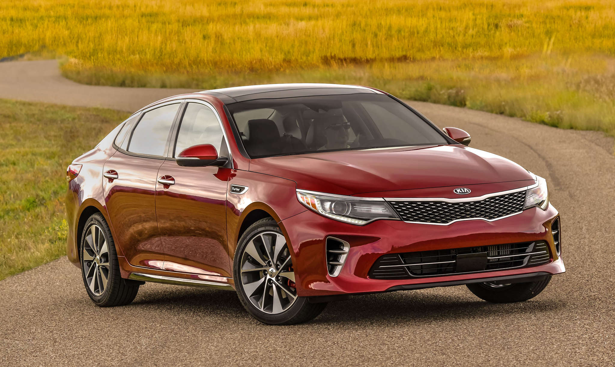 The 2016 Kia Optima now has a bigger, stiffer chassis than previous incarnations, and the handling isn´t bad on country roads.