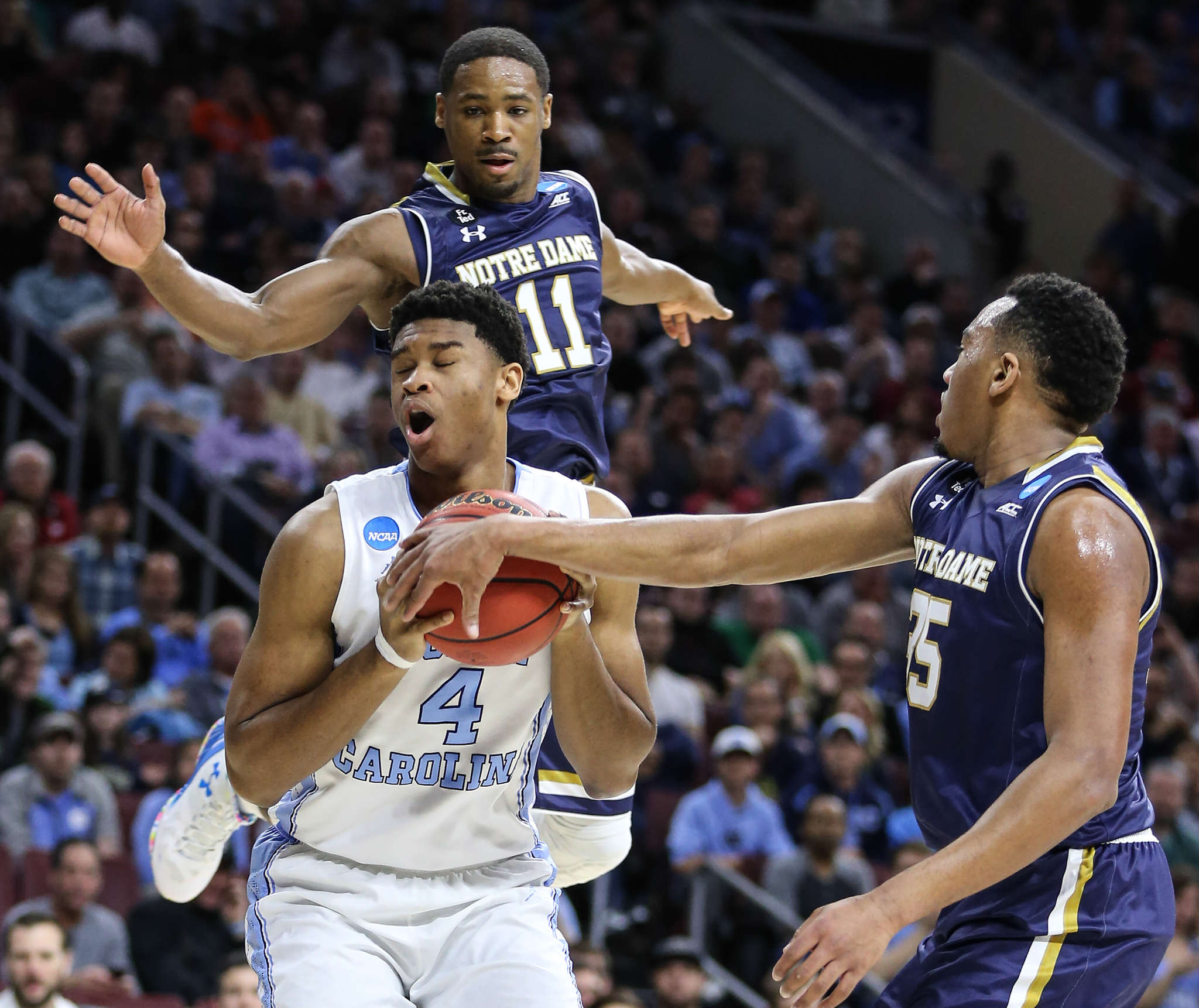 North Carolina´s Isaiah Hicks is fouled by Notre Dame´s Bonzie Colson with Demetrius Jackson behind.