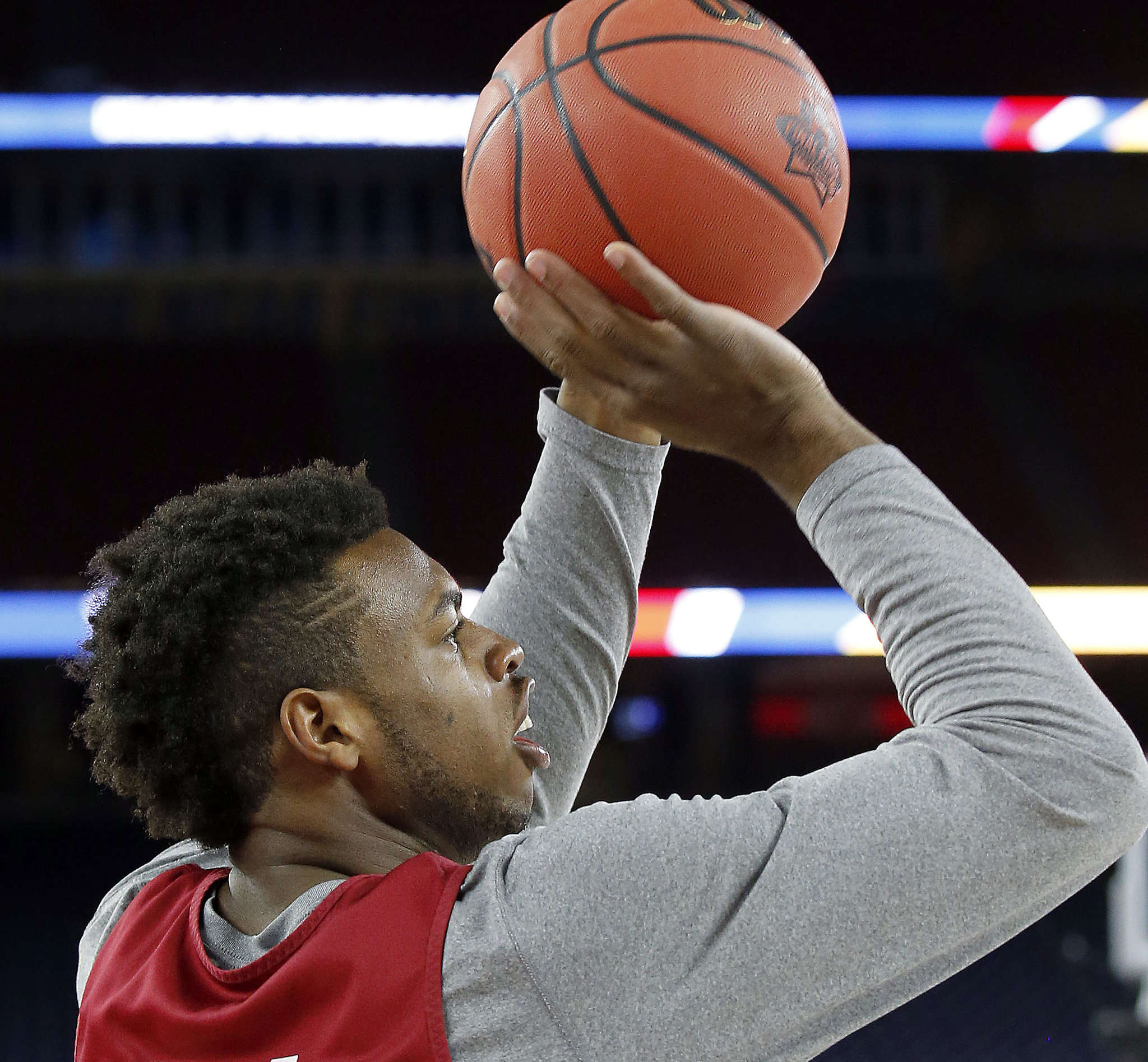 Oklahoma´s Buddy Hield will draw special attention from ´Nova on Saturday. Don´t expect a zone.