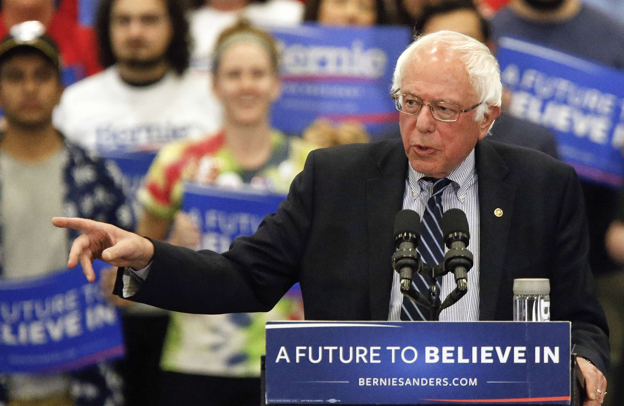 Sen. Bernie Sanders stumping in Pittsburgh: He´s trying, but he´s up against a dynasty.