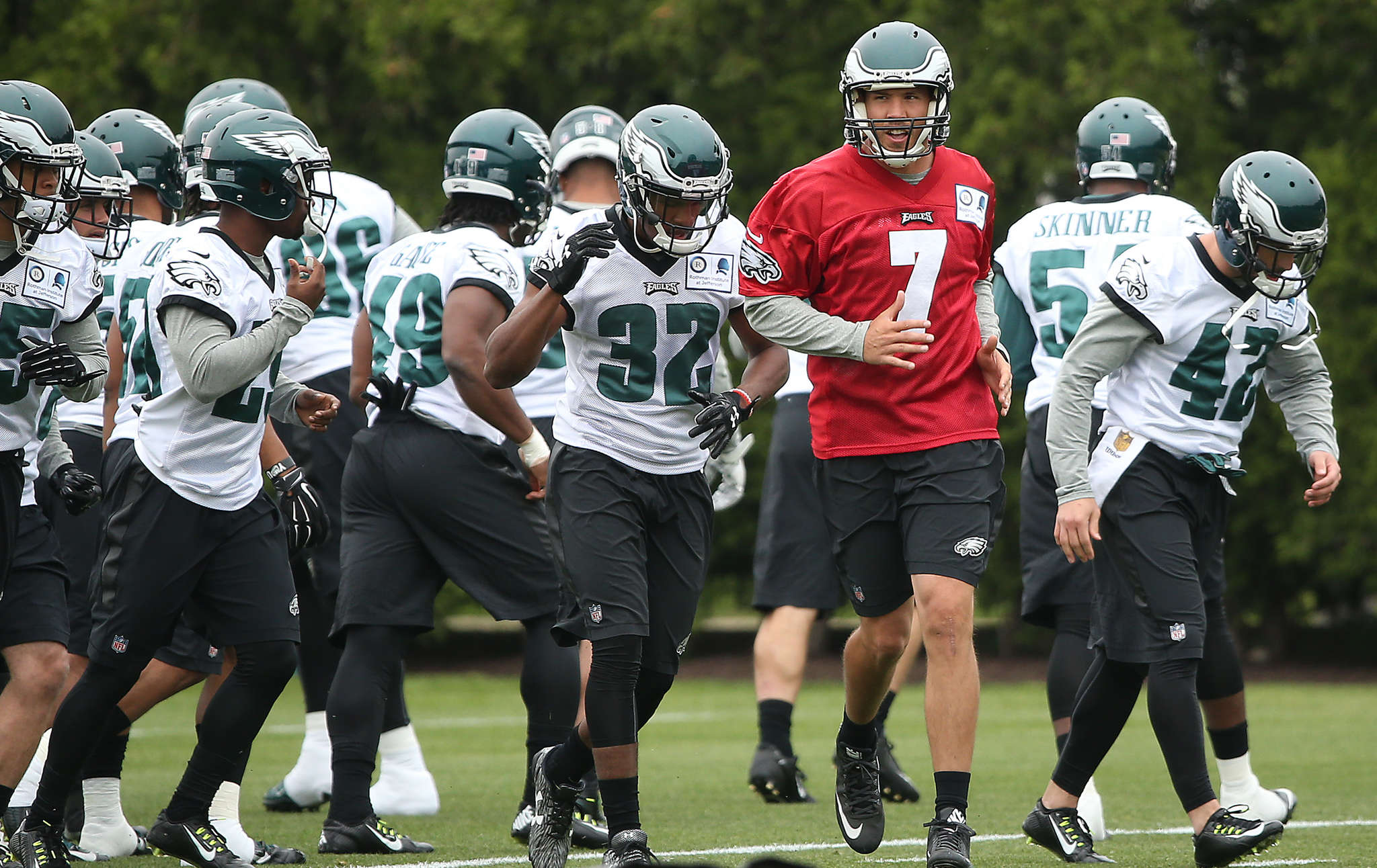 Sam Bradford and his teammates head for another drill during Tuesday´s workout. DAVID MAIALETTI / Staff Photographer