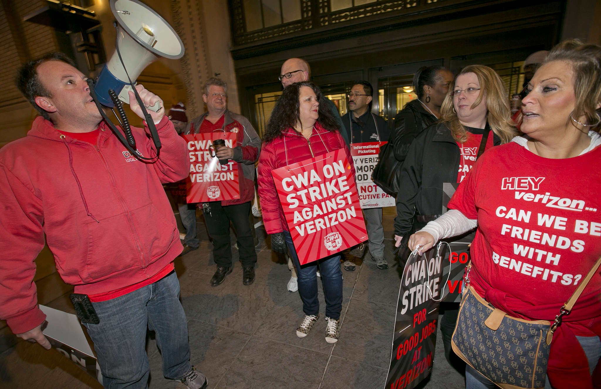 Verizon workers picketing in April. The strike idled 36,000 to 39,000 workers.