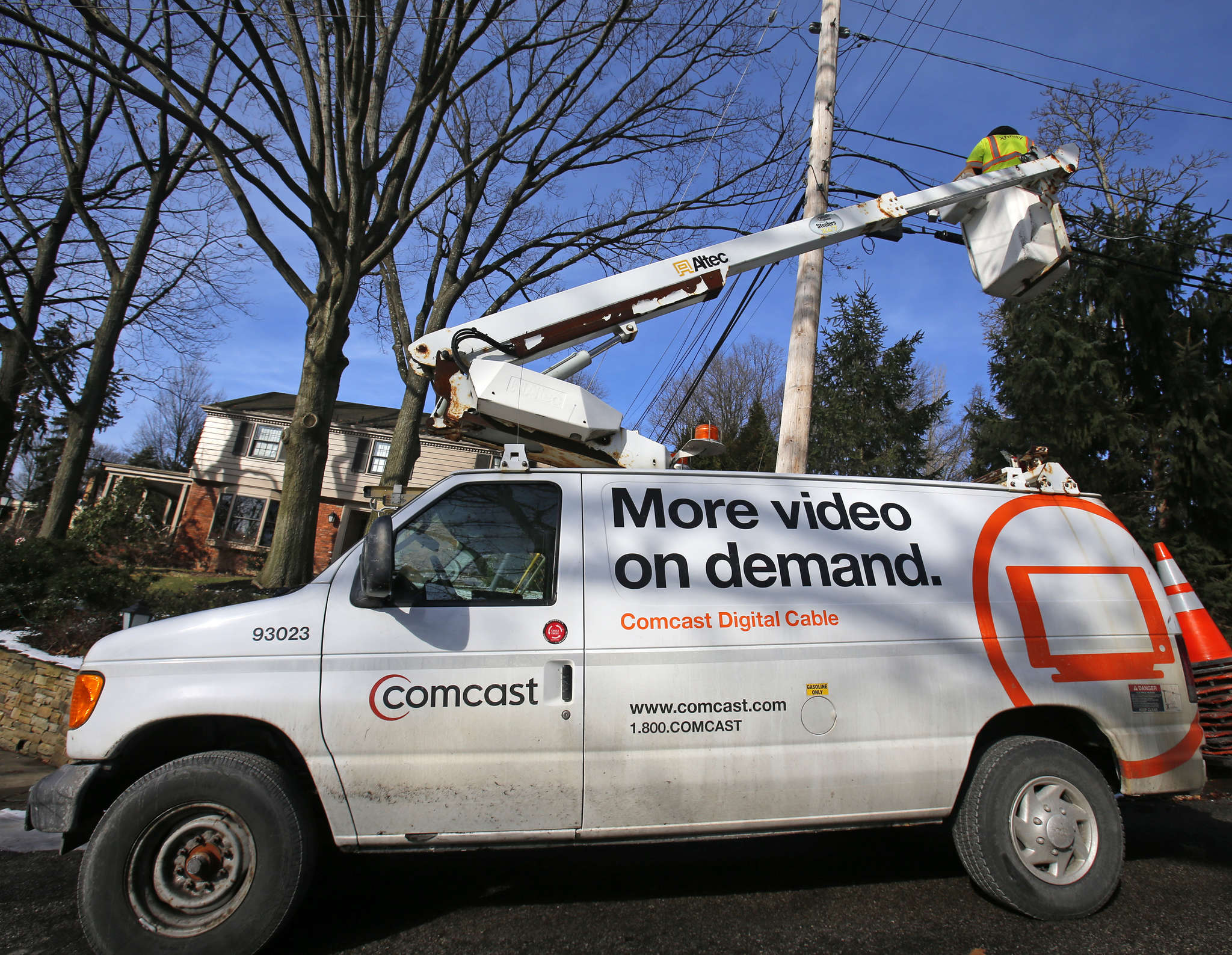 Two former contractors allege Comcast policy has flattenedwages and driven small contractors out of business. AP, File