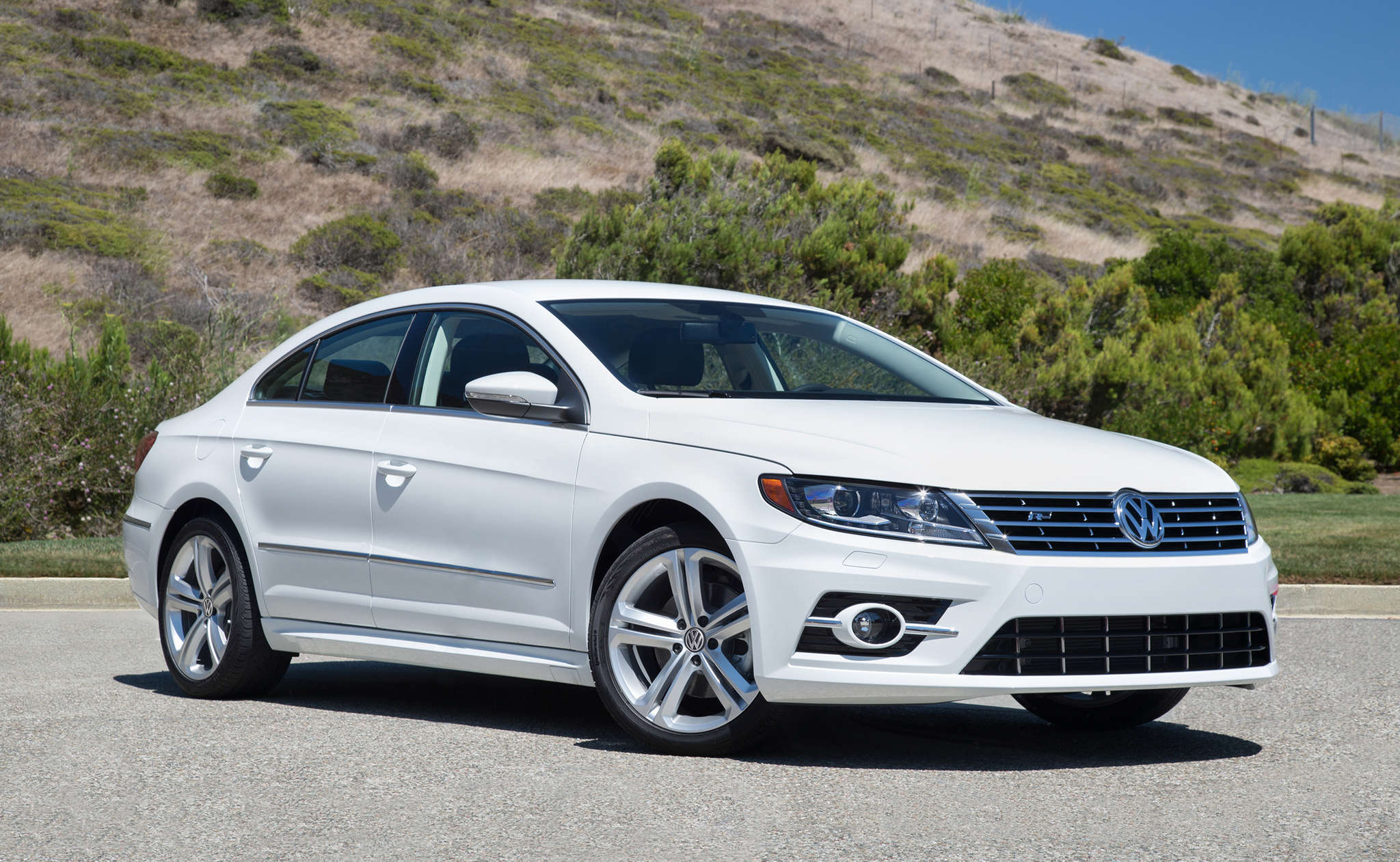 The 2016 Volkswagen CC is among newer models with potential trouble. Still, the experts say it´s better not to disconnect the bags until fixed.