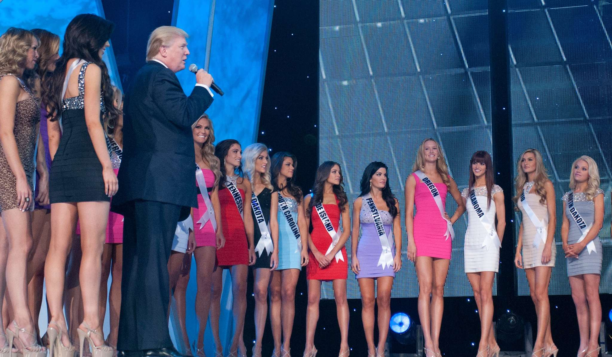 Oh, there he is: Donald Trump on stage at the 2012 Miss USA pageant, and there in the middle is Miss Pennsylvania Sheena Monnin, the beauty he would later sue for defamation because she said some things he didn´t like.