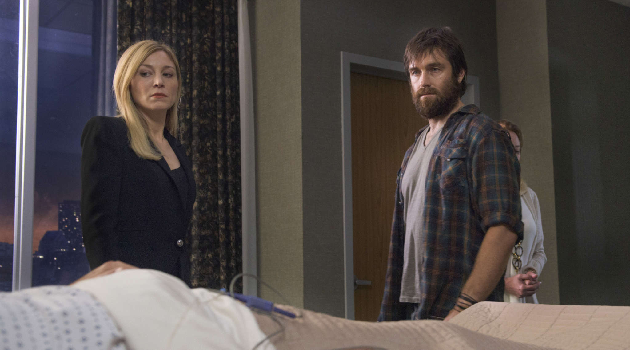 """Juliet Rylance is a mayoral candidate and Antony Starr her estranged brother in CBS´s """"American Gothic."""""""